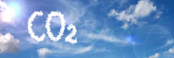 Wolke am Himmel in Form von CO2; Symbolbild. (Quelle: Pavel Horazy - Adobe Stock)